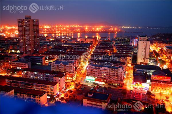 图片说明:航拍烟台城市夜景