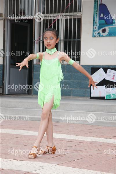 六一儿童节,六一,儿童节,手拉手活动,小学生,手拉手,教育,拉丁,拉丁舞