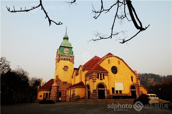 走近德国古堡式建筑:青岛基督教堂