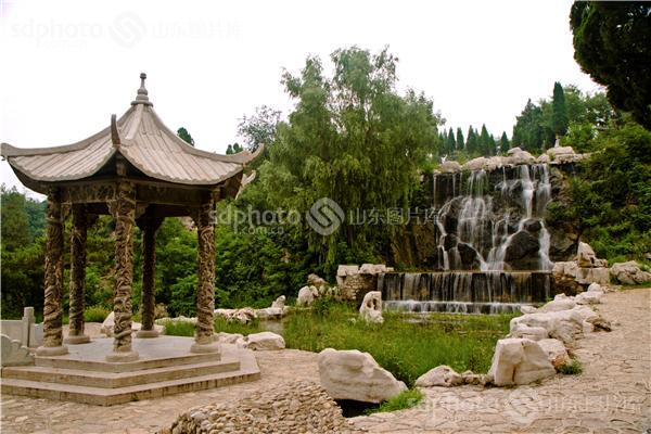 苍龙峡位于莱芜市高庄街道办事处的塔子村西