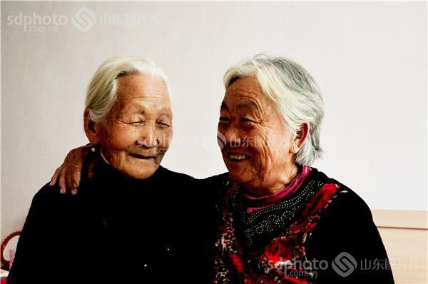 图片关键字:老人,人物,老年生活,面部表情,特写,农村老人,乡村生活