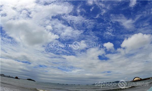 图片编号:208780 图片分类:经济发展城乡建设 图片地区:青岛 下载图尺寸:7695*4636 下载图大小:JPEG:14MB 图片说明:青岛的天空。 图片关键字:青岛,天空,云,云彩,青岛风光,自然风光,海,海边,大海  组图编号:128766 组图名称:青岛的天 组图说明:2014年7月6日青岛的天变幻莫测,风起云涌。 组图关键词:青岛,天空,云,云彩,青岛风光,自然风光,海,海边,大海