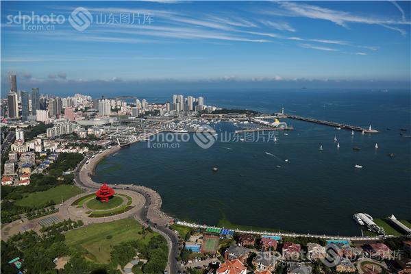 青岛风光 组图说明:蓝天,碧海,绿树,红瓦,白帆,这就是今天的青岛.