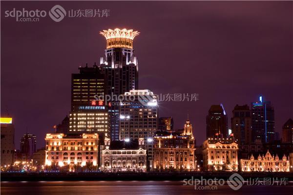 图片编号:212741 图片分类:华夏掠影华夏掠影 图片地区:无 下载图尺寸:3118*2088 下载图大小:JPEG:4MB 图片说明:上海外滩夜景。 图片关键字:上海,外滩,万国建筑博览群,十里洋场,旅游,城市,现代城市,建筑,地标景观,金融中心,商圈,夜景,上海夜景,上海建筑  组图编号:128955 组图名称:上海外滩 组图说明:外滩位于上海市中心黄浦区的黄浦江畔,它是上海十里洋场的风景,周围还有位于黄浦江对岸浦东的东方明珠、金茂大厦、上海中心、上海环球金融中心、正大广场等地标景观,是去上海观光游