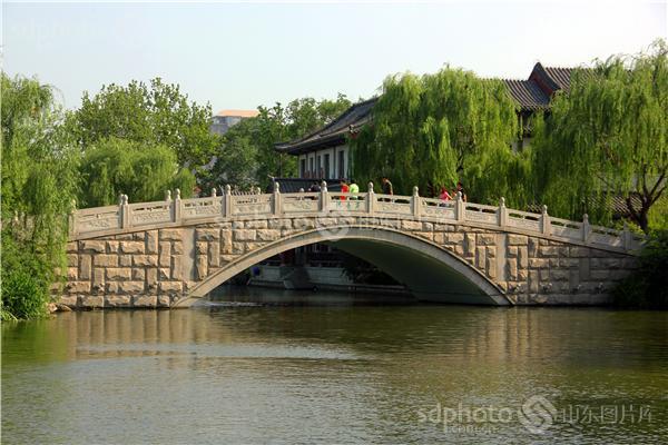 图片关键字:济南,大明湖,风景,公园,湖,桥,泉城,旅游,石桥,中国历史