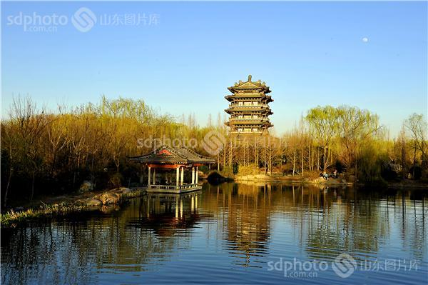 图片关键字:大明湖,春意,春景,春天,湖水,济南,景区,景点,旅游,济南