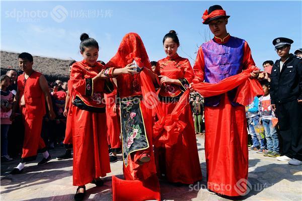 图片编号:230765 图片分类:齐鲁文化—民俗节庆 图片地区:青岛 下载