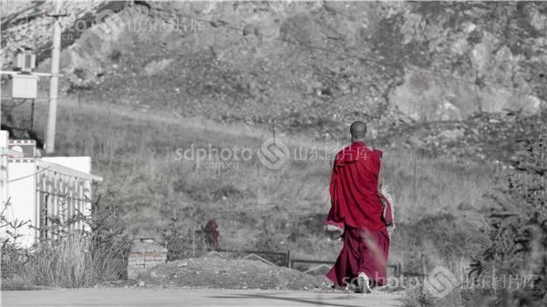 僧人图片唯美背影-高山流水