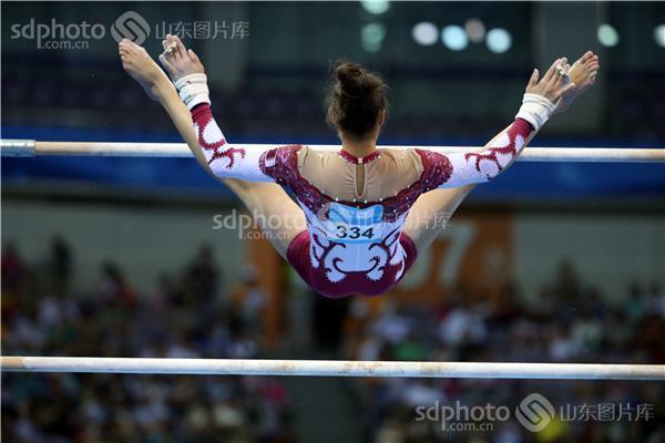 南京青奥会女子高低杠比赛