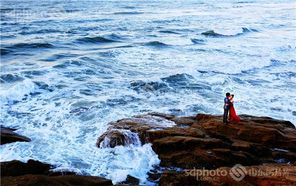 图片关键字:威海,西海,海边,大海,海,新郎,新娘,爱情,婚纱照,婚纱