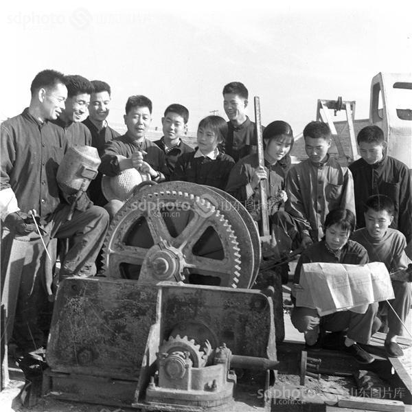 图片关键字:工业学大庆,文登,70年代,老照片,黑白照片,黑白照,工业