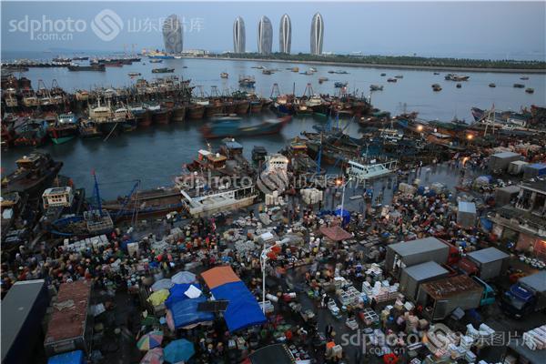 图片关键字:海南,三亚,三亚渔市,繁忙,渔市,市场,海鲜市场,海鲜,集市
