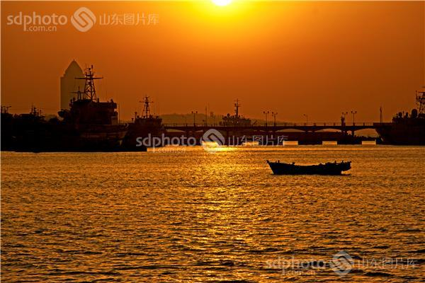 图片关键字:日出,海,大海,海滨,海滨城市,海上日出,旅游,八大峡,青岛