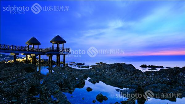 图片关键字:旅游,烟台,牟平,养马岛,蓝色,大海,晚霞,栈桥,风光,蓝,岛