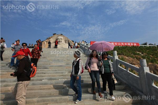 图片关键字:泰安,新泰,山,石头,景区,旅游,墨石山,山区,台阶,游客,楼