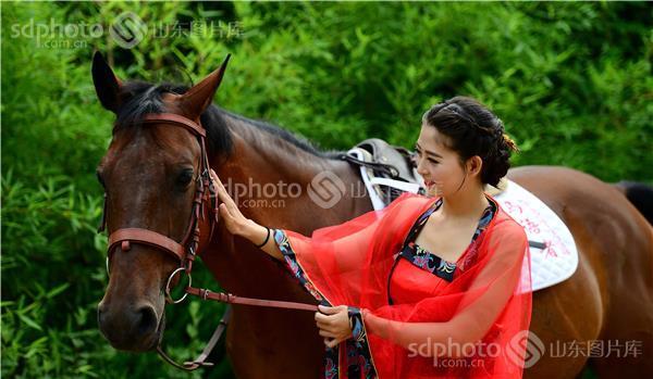 骑马古装美女图手绘