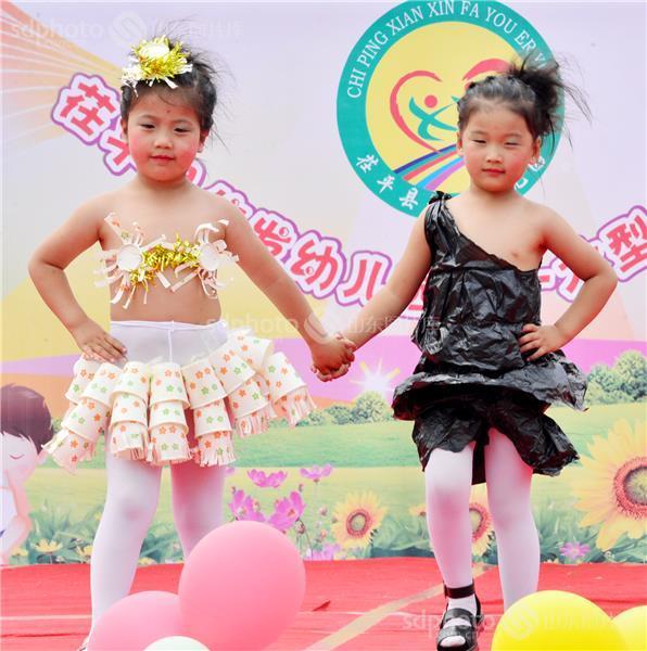 幼儿模特环保衣服