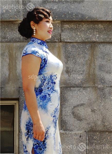 手绘旗袍衣服图
