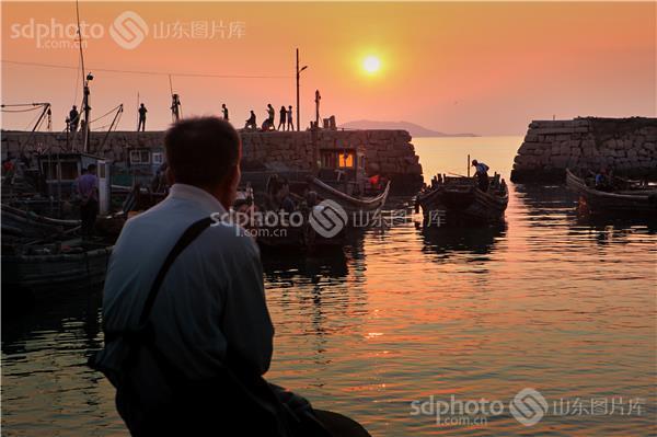 图片关键字:青岛,青岛崂山,雕龙嘴村,渔村,渔民,海蜇,海蜇丰收,崂山