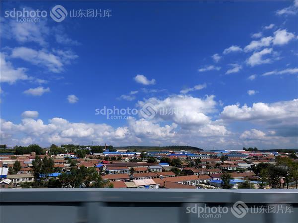 高铁窗沿途风景照