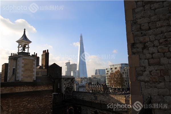 图片编号:307054 图片分类:世界之窗世界之窗 图片地区:无 下载图尺寸:3840*2560 下载图大小:JPEG:2MB 图片说明:2014年11月30日,摄于伦敦。 图片关键字:英国,伦敦,伦敦塔,城堡,文物,古建筑,西式建筑  组图编号:134950 组图名称:伦敦塔 组图说明:2014年11月30日,摄于伦敦。它紧靠泰晤士河北岸的塔桥附近,是一座具有九百多年历史的诺曼底式的城堡建筑。是由威廉一世为镇压当地人和保卫伦敦城,于1087年开始动工兴建的,历时20年,堪称英国中世纪的经典城堡。13世纪