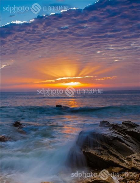 图片关键字:太阳,阳光,霞光,日出,大海,海上风光,日照 海上日出 海