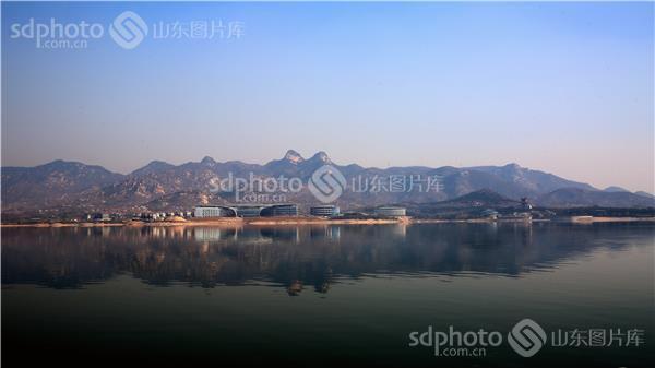 组图关键词:水利,风景,旅游,莱芜,莱芜市,雪野湖,湖,湖泊,山,远山