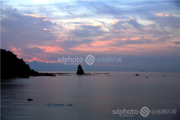 组图关键词:青岛,海上日出,早晨,石老人,风景,风光,景点,海洋,礁石