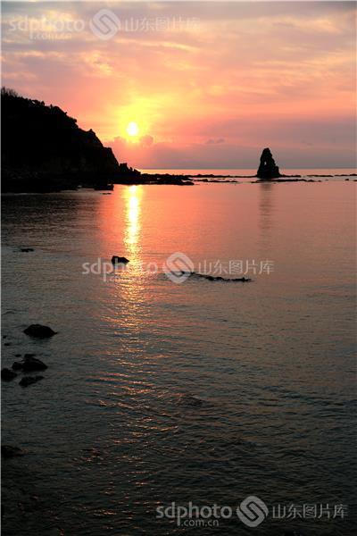 图片关键字:青岛,海上日出,早晨,石老人,风景,风光,景点,海洋,礁石