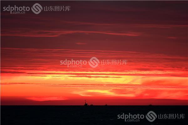 图片关键字:海上日出 日落 日出 日照 日照市 海 海滨 海边 天空 云