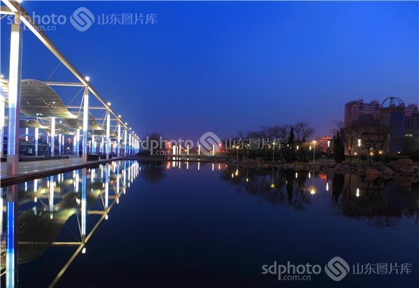 青岛西海岸新区——公园黄昏夜景