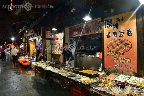 图片说明:劈柴院位于青岛市南区中山路