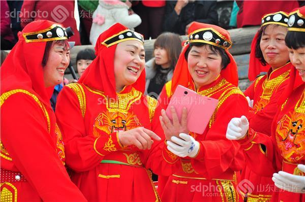 图片编号:362850 图片分类:齐鲁文化—民俗节庆 图片地区:青岛 下载