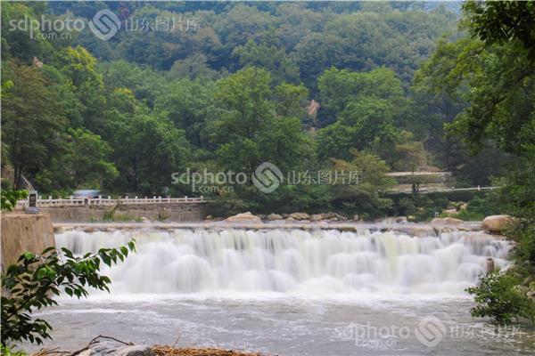 组图关键词:瀑布,溪流,彩石溪,泰安,泰安市,景区,景点,桃花峪