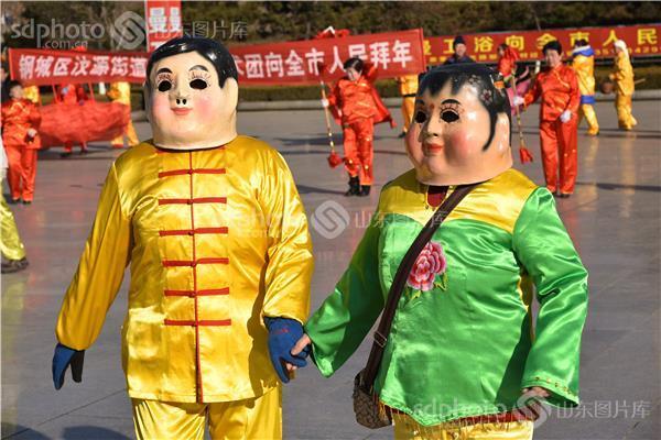 闹新春,民俗表演,舞狮子,杂耍,济公,西游记,大头娃娃,扭秧歌,大红灯笼